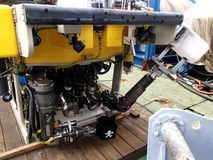 El mar de Ojotsk/de Rusia - 18 de mayo de 2013: Vehículo teledirigido ROV equipado para conseguir las muestras de la parte inferi Fotos de archivo