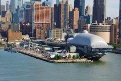 El mar, el aire y el museo espacial intrépidos New York City Fotos de archivo libres de regalías