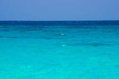 El mar hermoso del agua clara le gusta un cielo en la isla de Similan, Phang Fotografía de archivo