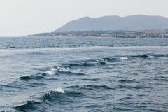 El Mar Negro con las ondas fotografía de archivo
