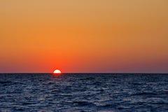 El Mar Negro en la puesta del sol imagenes de archivo