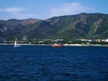 El Mar Negro, la ciudad de Gelendzhik, Rusia Imágenes de archivo libres de regalías