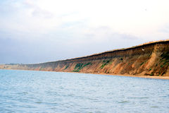 El mar salvaje de la playa agita la costa costa foto de archivo libre de regalías