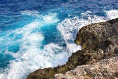 El mar y el karst costean, Mallorca, España Imagenes de archivo
