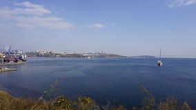 El mar y la ciudad vladivostok Rusia Imagenes de archivo
