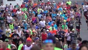 El maratón 2016 del TCS New York City 139 almacen de metraje de vídeo