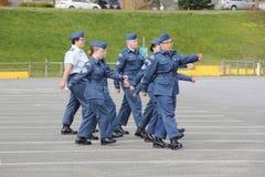 El marchar canadiense joven de los cadetes del aire Foto de archivo