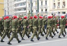 El marchar de las fuerzas especiales Imagen de archivo