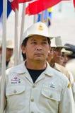 El marchar de los hombres del voluntario del desastre de Tailandia. Imagenes de archivo