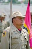 El marchar de los hombres del voluntario del desastre de Tailandia. Imagen de archivo libre de regalías