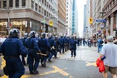 El marchar de los oficiales de RCMP Fotografía de archivo libre de regalías