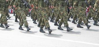 El marchar de los soldados Fotografía de archivo