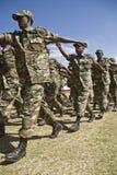 El marchar etíope de los soldados del ejército Imagen de archivo