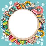 El marco brillante con los huevos y la primavera de Pascua florece Fotos de archivo libres de regalías
