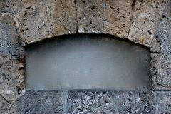 El marco de piedra de la arcada, centra limpio cepillada imagen de archivo