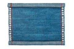El marco del dril de algodón dobló bajo la forma de manuscritos, en un fondo blanco Foto de archivo