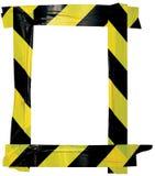 El marco negro amarillo de la muestra del aviso de la cinta amonestadora de la precaución, fondo adhesivo vertical de la etiqueta Fotografía de archivo