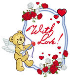 El marco oval con las rosas rojas, oso de peluche, parece un cupido Fotografía de archivo