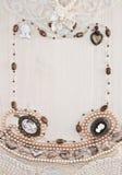 El marco vertical de ornamentos femeninos Imagen de archivo