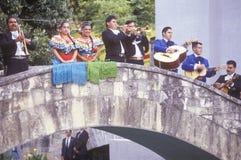 El Mariachi congriega se realiza para el Clinton/el Gore fotos de archivo libres de regalías