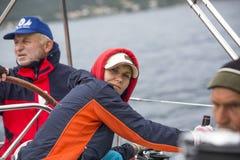 El marinero participa en la regata 11mo Ellada 2014 de la navegación Imágenes de archivo libres de regalías