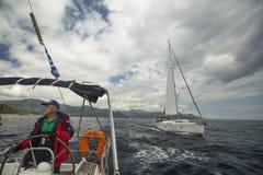 El marinero participa en la regata 11mo Ellada 2014 de la navegación Fotografía de archivo libre de regalías