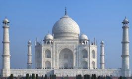El mausoleo de mármol blanco de Taj Mahal. Fotografía de archivo