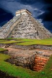 EL maya Castillo de la pirámide de Chichen Itza Kukulcan Fotos de archivo