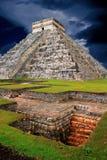 EL maya Castillo de pyramide de Chichen Itza Kukulcan Photos stock