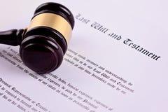 El mazo del juez - el símbolo de la ley sobre el testamento foto de archivo libre de regalías