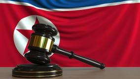 El mazo y el bloque del juez contra la bandera de Corea del Norte  Animación conceptual de la corte stock de ilustración