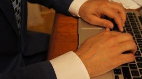 El mecanografiar del hombre de negocios Imagen de archivo libre de regalías