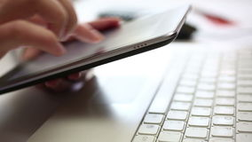 El mecanografiar en la tableta digital