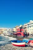 El Medano,特内里费岛南部的一点镇美丽的景色  在海滩的红色木渔船 免版税图库摄影