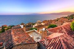 El ` medieval del castletown del ` de Monemvasia, a menudo llamado el ` el ` griego de Gibraltar, Lakonia, Peloponeso imagen de archivo libre de regalías