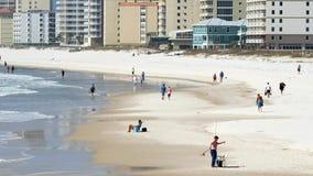 El mediodía de la escena de la playa en el golfo apuntala Alabama almacen de metraje de vídeo