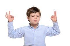 El meditar del muchacho Imagen de archivo libre de regalías