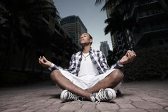 El Meditating adolescente Foto de archivo libre de regalías