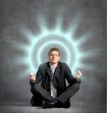 Hombre de negocios meditating fotografía de archivo libre de regalías