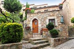 el Mediterráneo-estilo adornó el patio Imagenes de archivo