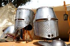 El Medival Knights cascos en Mdina Fotos de archivo