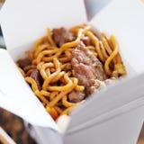 El mein del lo de la carne de vaca adentro saca la caja Imagen de archivo libre de regalías