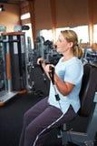 El mejor Ager que hace entrenamiento en gimnasia Imagen de archivo