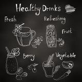 El menú, las bebidas sanas y los smoothies, marcan con tiza en el tablero stock de ilustración