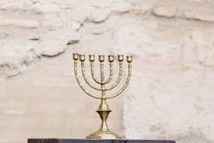 El menorah en la sinagoga de Córdoba imagenes de archivo