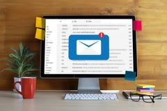 El mensaje de la conexión de la comunicación del correo al envío entra en contacto con el teléfono imagen de archivo libre de regalías