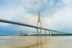 El mensaje público del puente de la suspensión de Tailandia en el puente se nombra fotografía de archivo