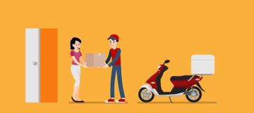 El mensajero sonriente sirve el donante de una caja de cartón al cliente La mujer feliz recibe un producto de remitente Servicio  Imagenes de archivo