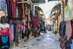 El mercado árabe en la calle de HaNotsrim en la ciudad vieja de Jerusalén, Israel fotografía de archivo libre de regalías