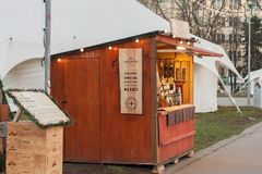 El mercado atasca con los productos de la abeja en el mercado de la Navidad Imagenes de archivo